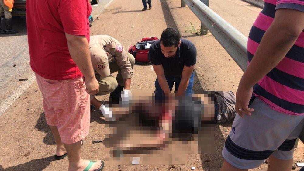 Motoristas que passavam no local na hora do acidente ainda tentaram reanimar Edvaldo – Foto: Divulgação / Agência Tocantins.