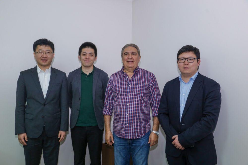 Empresários de multinacional chinesa apresentam proposta de soluções em segurança ao prefeito Laurez Moreira – Foto: Divulgação