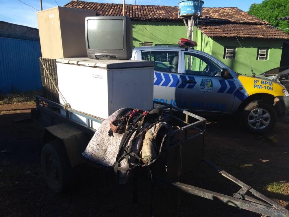 Carretinha semirreboque apreendida com os suspeitos – Foto: Divulgação/PMTO
