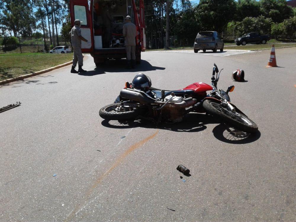 A motocicleta ficou parcialmente destruída – Foto: Alessandro Ferreira/Agência Tocantins