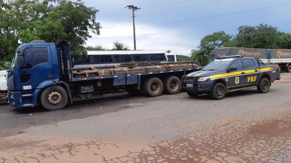 PRF alerta sobre a prática ilegal do transporte de carga com excesso de peso – Foto: Divulgação/PRF