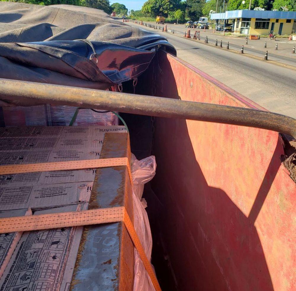 Carga com excesso de peso sendo transportada ilegal – Foto: Divulgação/PRF