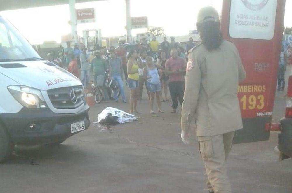 Corpo da vítima ainda no local do acidente – Foto: Redação/Agência Tocantins