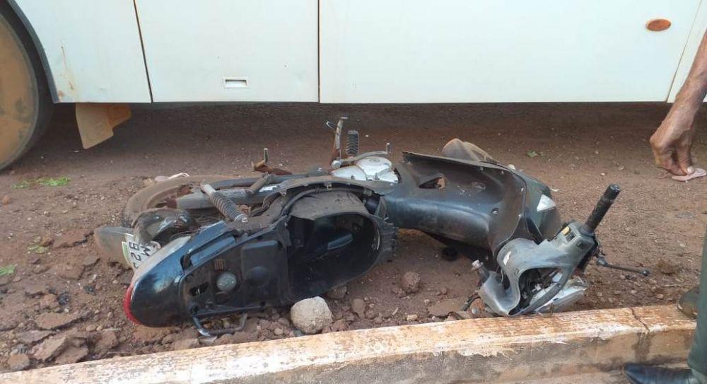 Motocicleta da vítima ficou destruída – Foto: Redação/Agência Tocantins