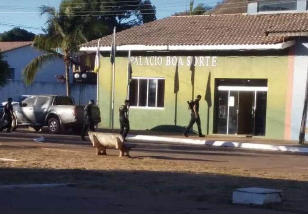 Polícia Federal cumprindo mandados da operação O Mecanismo em Prefeituras do Tocantins— Foto: PF/Divulgação