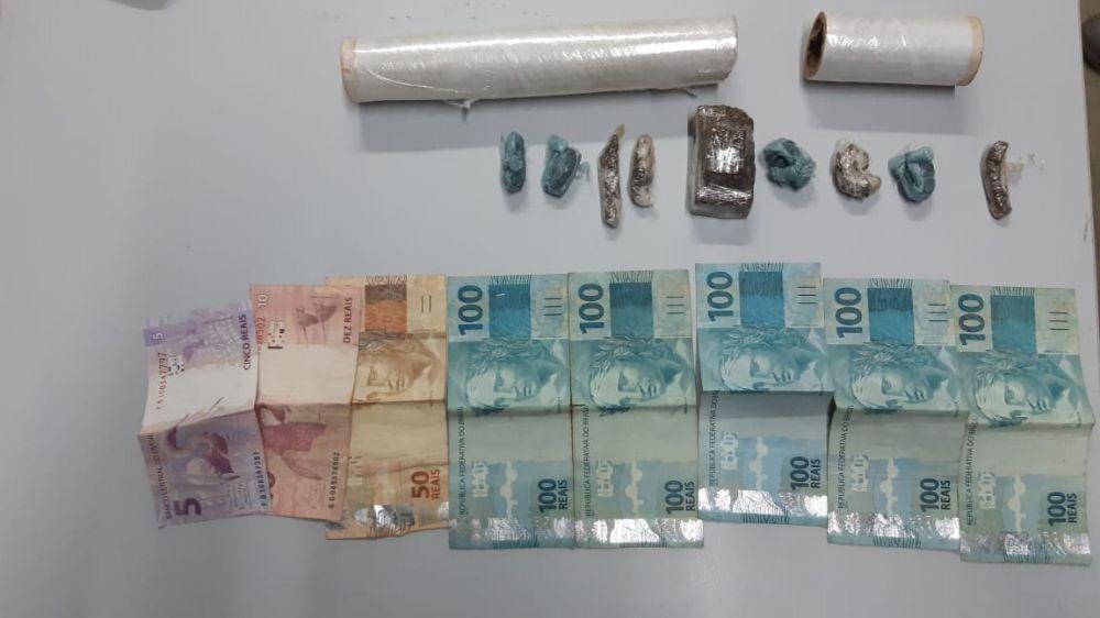 Entorpecente, dinheiro e material apreendido pela Polícia Civil em posse dos suspeitos – Foto: Divulgação/ Polícia Civil