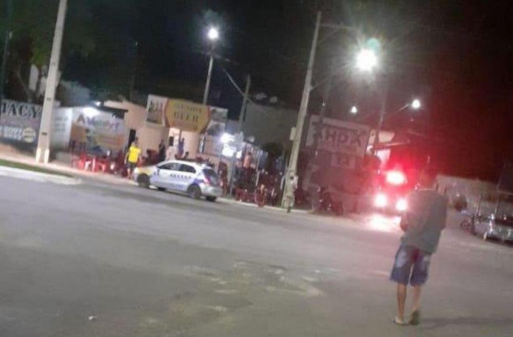 O jovem foi morto quando estava em um bar na Orla da cidade, o autor dos disparos fugiu - Foto: Reprodução/Agência Tocantins