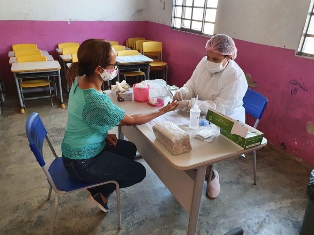 Servidora da Educação de Caseara Tocantins durante teste para detectar covid - 19 - Foto: Secretaria de Educação de Caseara
