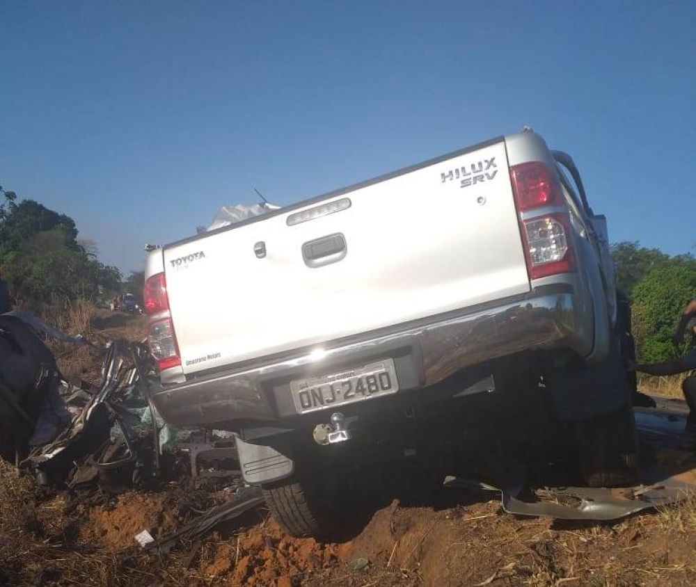 Caminhonete ficou completamente destruída no acidente — Foto: Divulgação