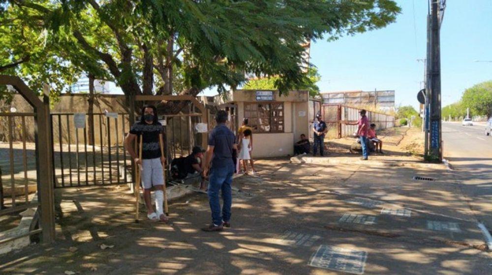 Moradores do interior vão até a agência do INSS em Palmas em busca de atendimento — Foto: Aurora Fernandes/Divulgação