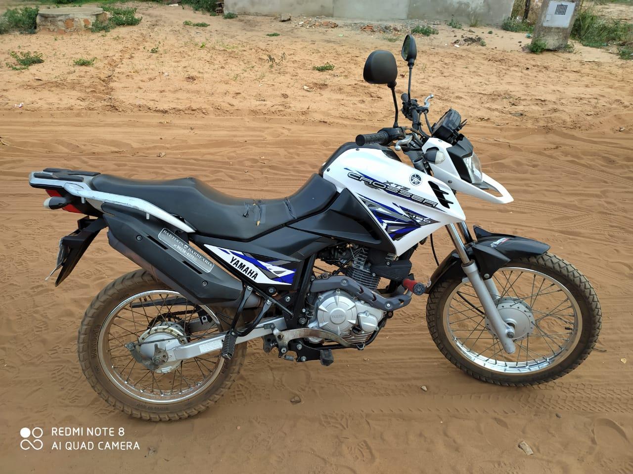 Motocicleta apreendida com os suspeitos - Foto: Divulgação/PMTO