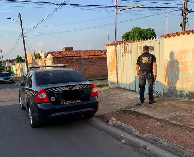 Agente da PF durante operação em Araguaína — Foto: Divulgação/Polícia Federal