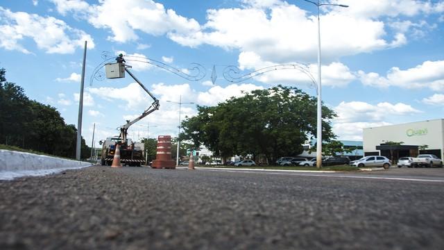 Luzes de Natal são instaladas em Palmas — Foto: Divulgação/Prefeitura de Palmas