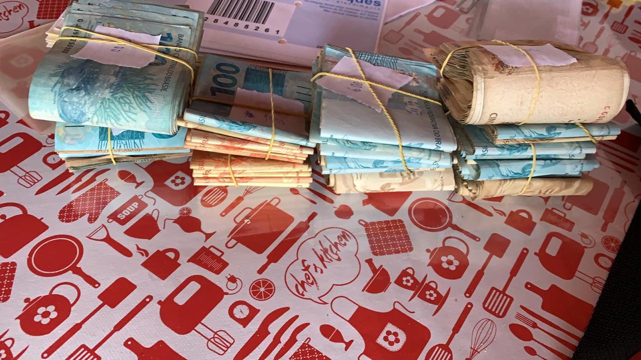 Dinheiro apreendido durante a operação - Foto: Divulgação/PF