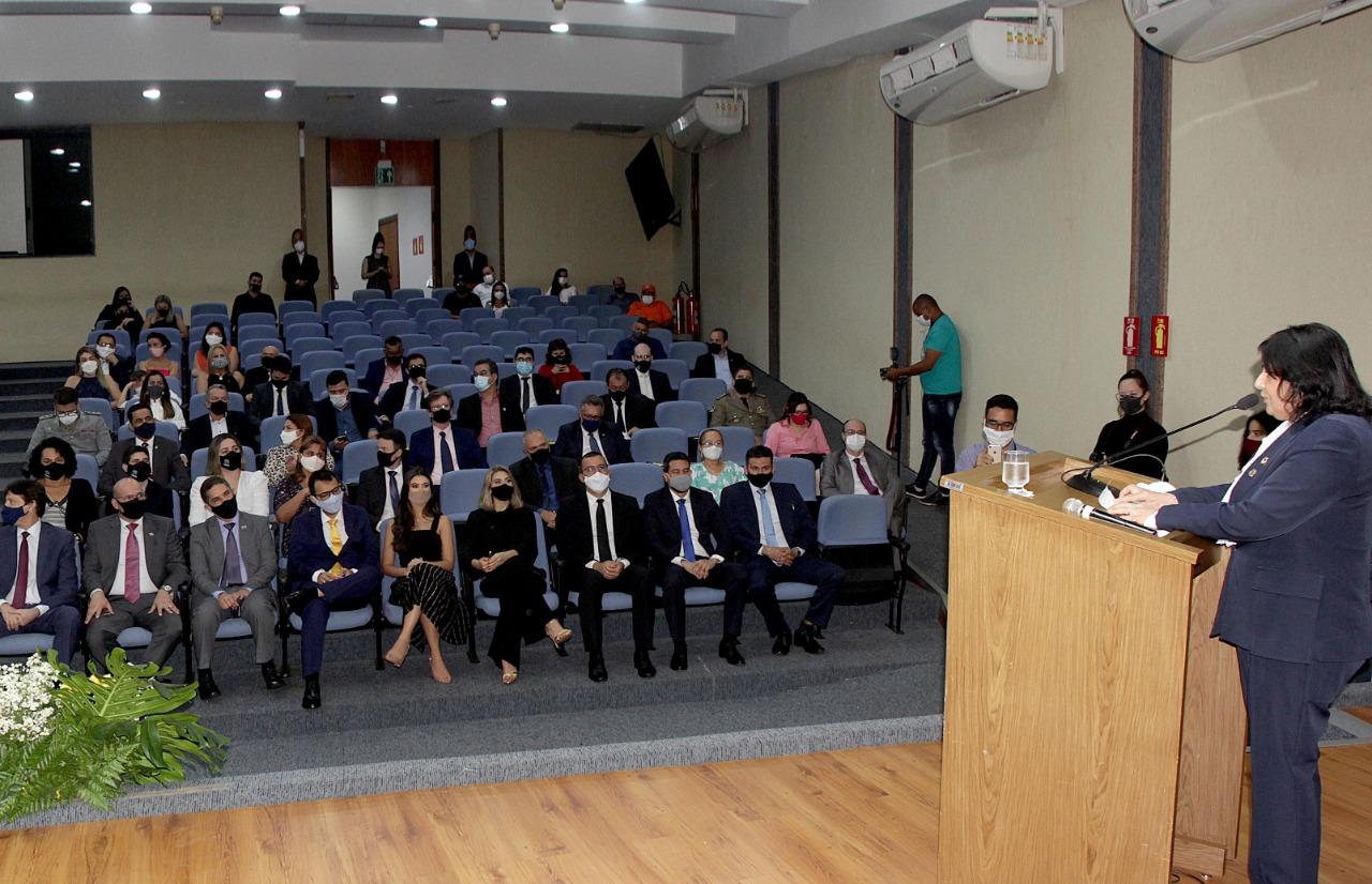 Deputada Valderez participa da posse de novos procuradores do Estado do Tocantins
