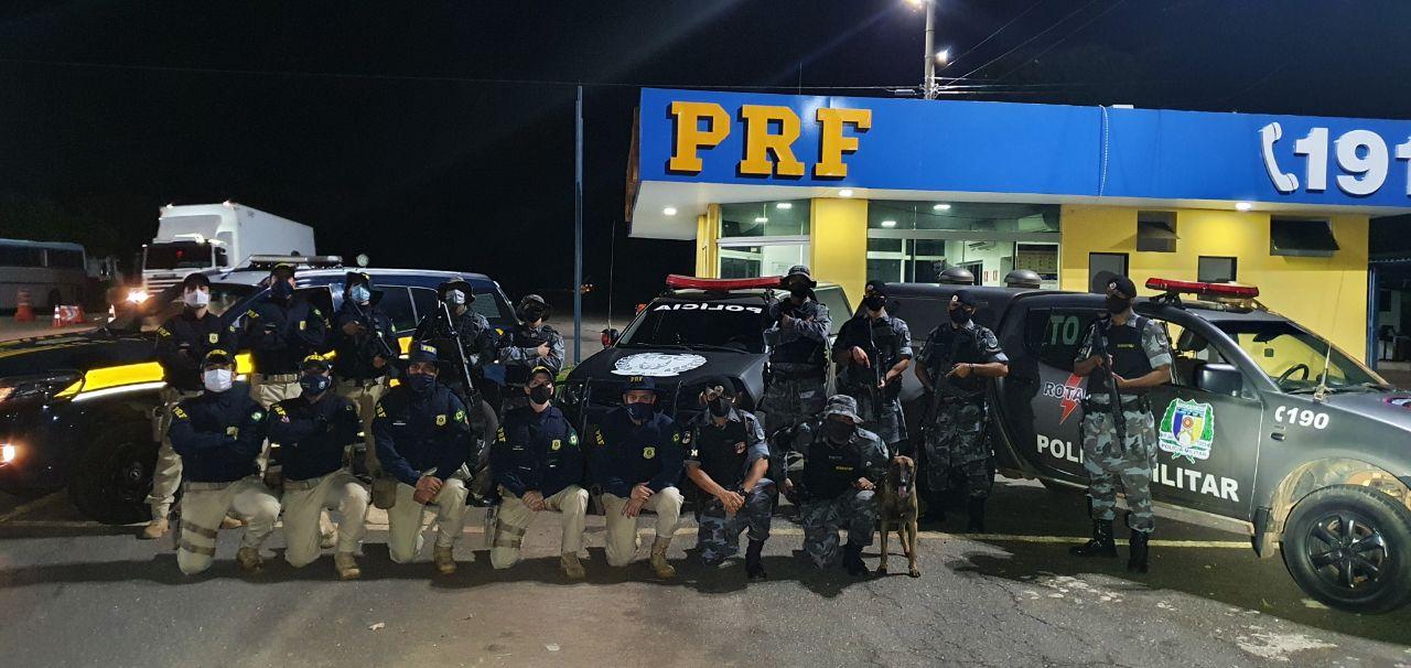Equipe da PRF e Grupo de Operação com Cães da Polícia Militar do Tocantins - Foto: Divulgação/PRF
