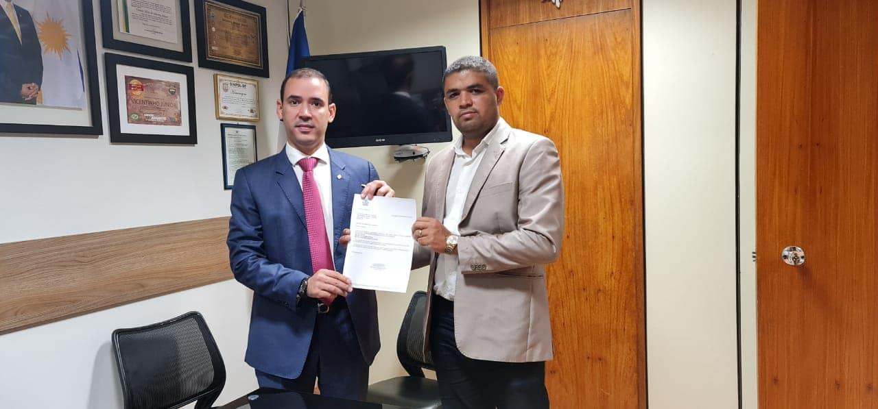 Na foto Marcelo Rodrigues aparece ao lado do Deputado Federal Vicentinho JR - Foto: Arquivo Pessoal