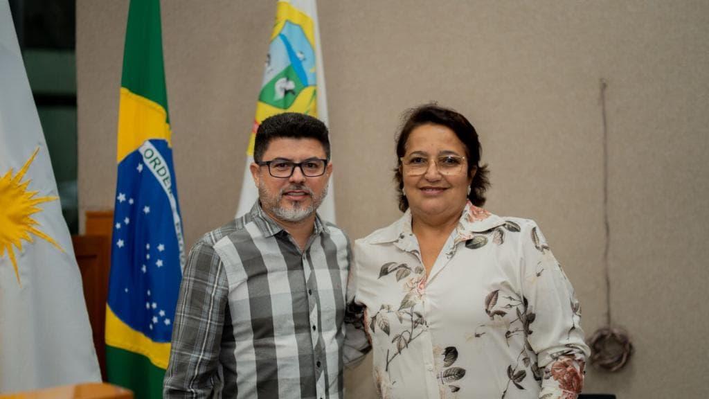 Nezita e Edivaldo posa para foto após serem declarados diplomados - Foto: Divulgação