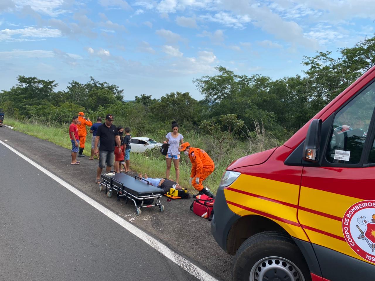 Bombeiros prestaram socorro e encaminharam as vítimas para o Hospital Municipal de Araguatins — Foto: Divulgação/Corpo de Bombeiros