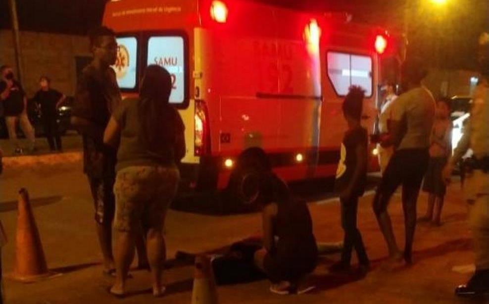 Equipe do SAMU socorreu a jovem e a levou para a sala vermelha do Hospital Geral de Palmas (HGP). Foto: Alessandro Ferreira/ Agência Tocantins.