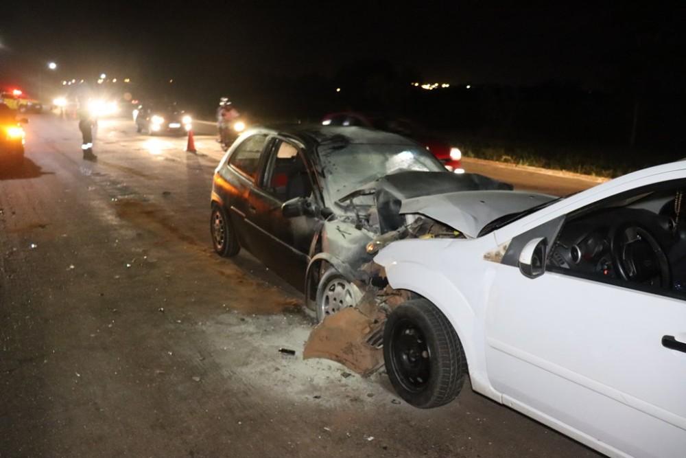 Com o impacto da batida, os veículos ficaram com as frentes destruídas – Foto: Alessandro Ferreira / Agência Tocantins