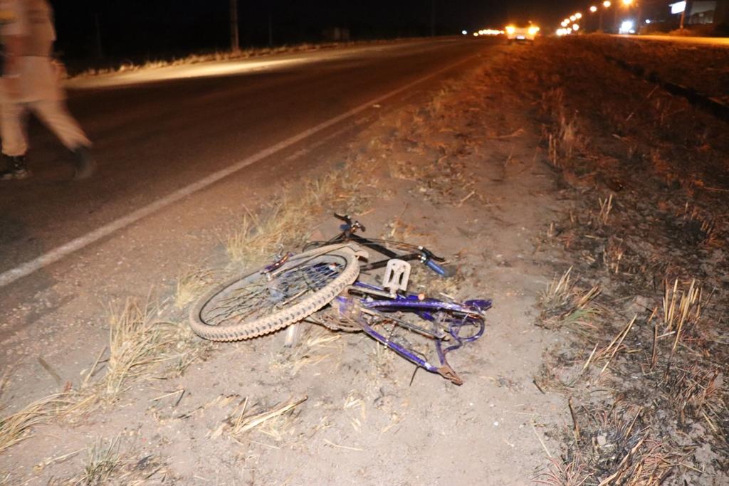 Com o impacto da batida, a bicicleta da vítima ficou destruída – Foto: Alessandro Ferreira / Agência Tocantins