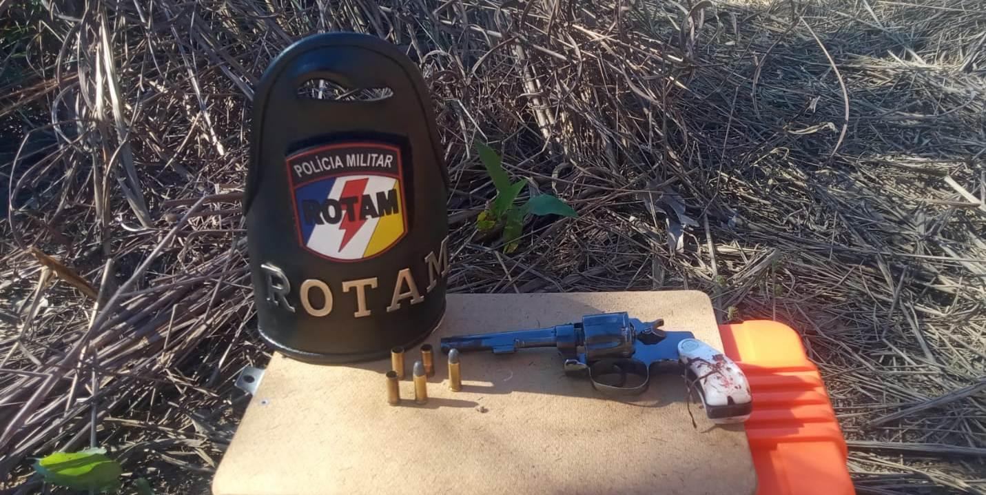 Arma usada pelo criminoso para atirar contra os militares com duas munições intactas e três deflagradas – Foto: Alessandro Ferreira / Agência Tocantins