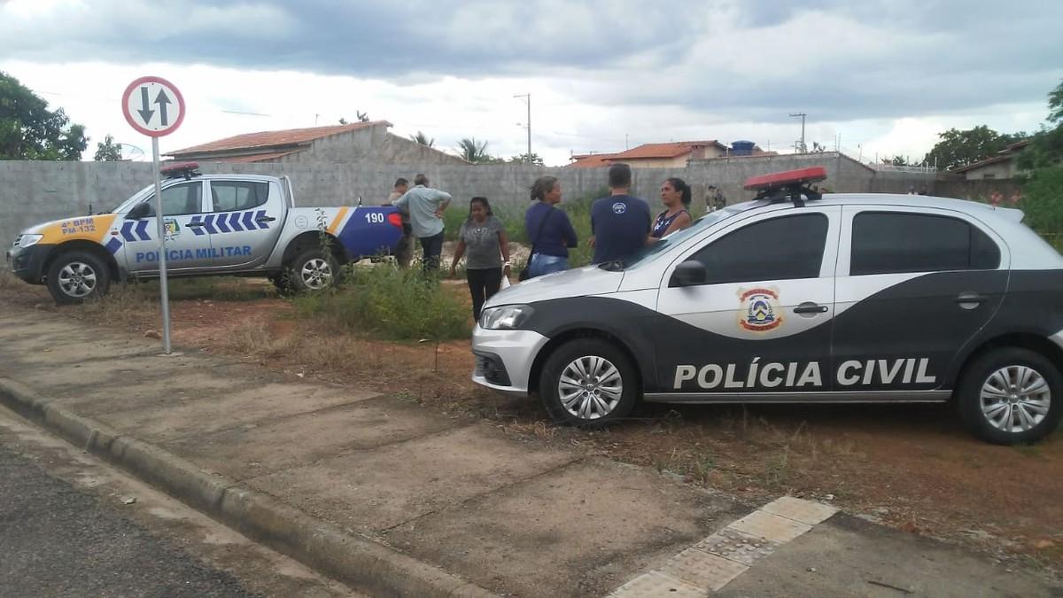 Corpo foi localizado em um terreno baldio na cidade — Foto: Divulgação/Defesa Civil de Talismã