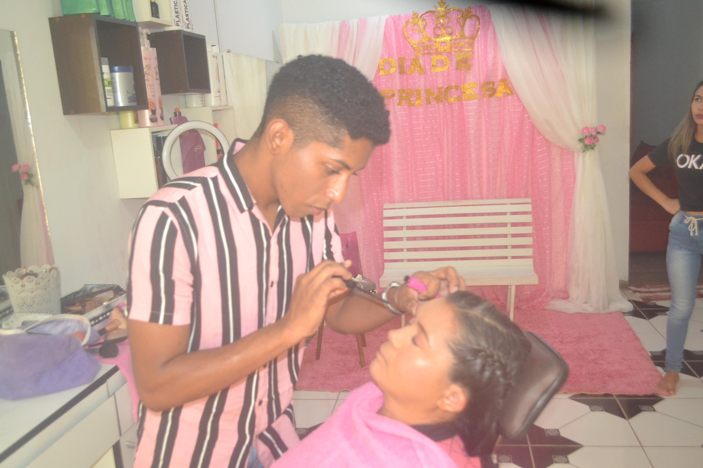 Moradora foi teve a maquiagem produzida pelo esteticista Wemisnaldo Martins - Foto: Edsom Gilmar