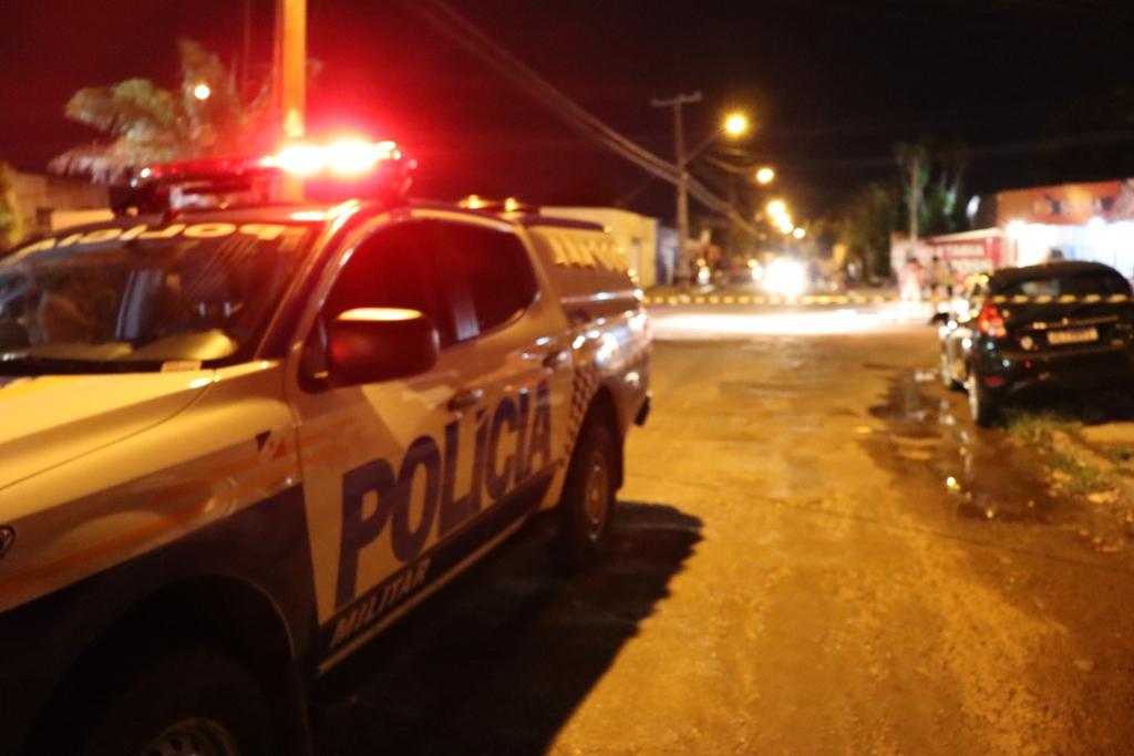 Policiais militares do 1º BPM isolaram a área para a realização dos serviços periciais - Foto: Alessandro Ferreira / Agência Tocantins
