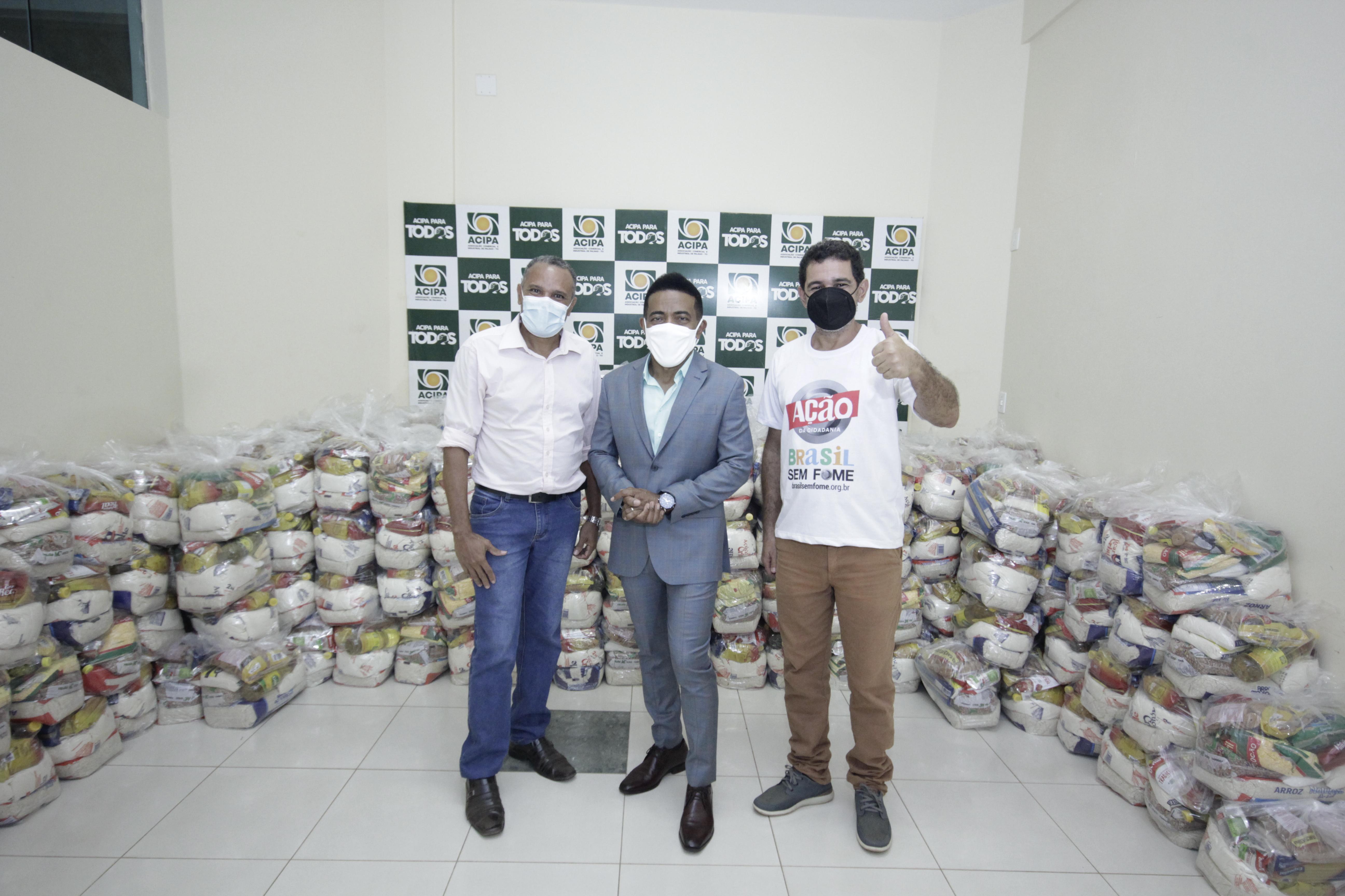 Joseph Madeira, Daniel Barbosa e Saulo Batista Ação da Cidadania é parceira na distribuição de cestas - Foto: Divulgação