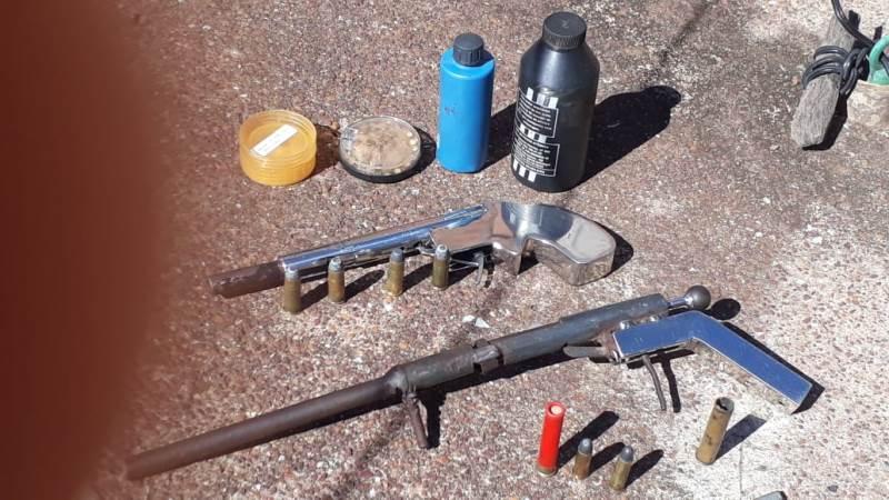 Homem é preso pela Polícia Civil com armas de fabricação artesanal em Gurupi