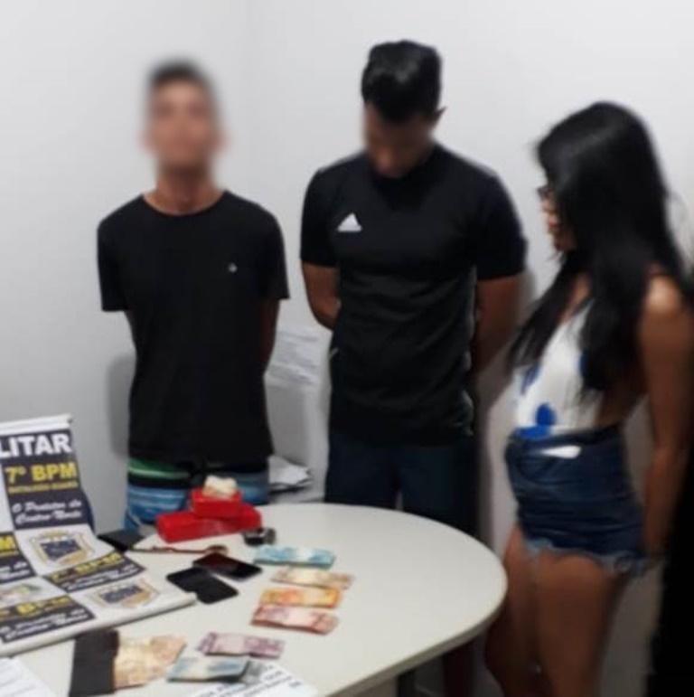 """Após monitoramento, três jovens são presos pela PM com drogas que abasteceria """"bocas de fumo"""" em Guaraí"""