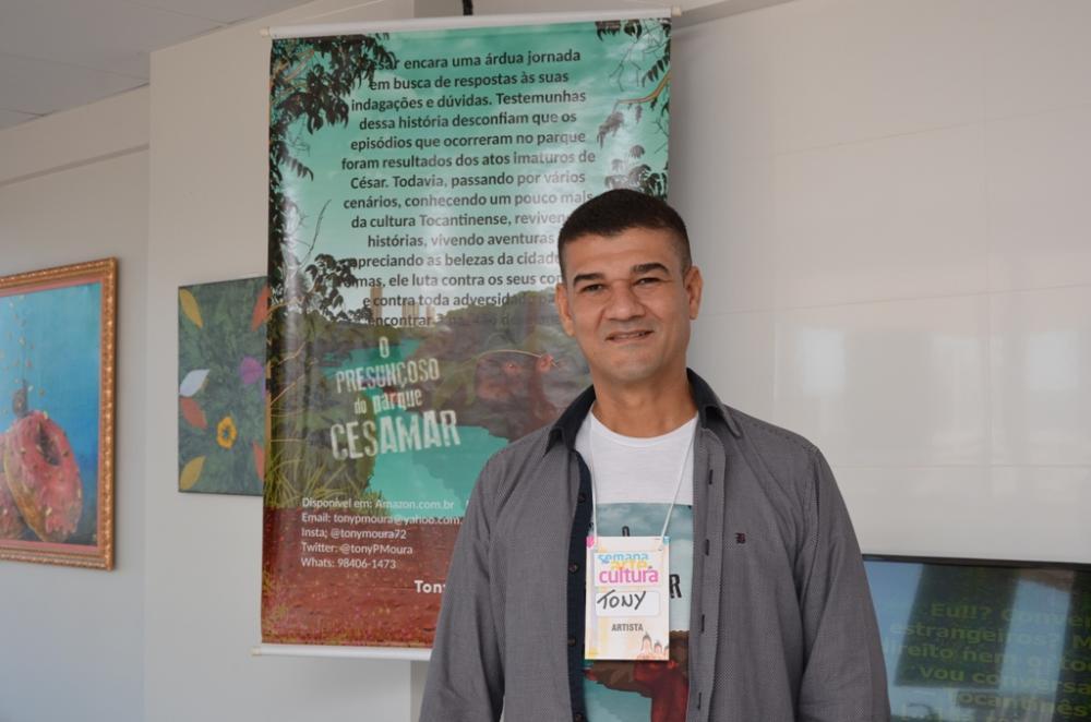 Tony Moura durante lançamento do livro na II Semana de arte e Cultura na Câmara de Palmas – Foto: Chico Cisto – Câmara de Palmas