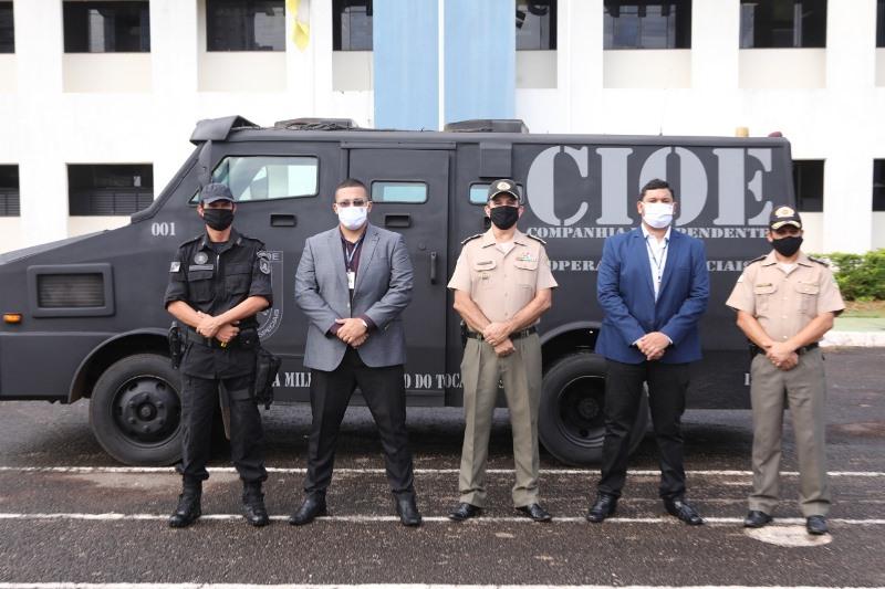 Autoridades presentes na doação do carro blindado – Foto: Divulgação PMTO