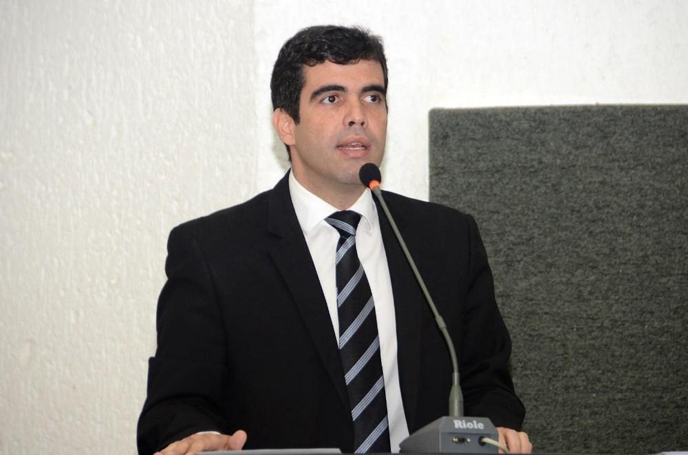 Deputado Ricardo Ayres testa positivo para coronavírus e fica em isolamento