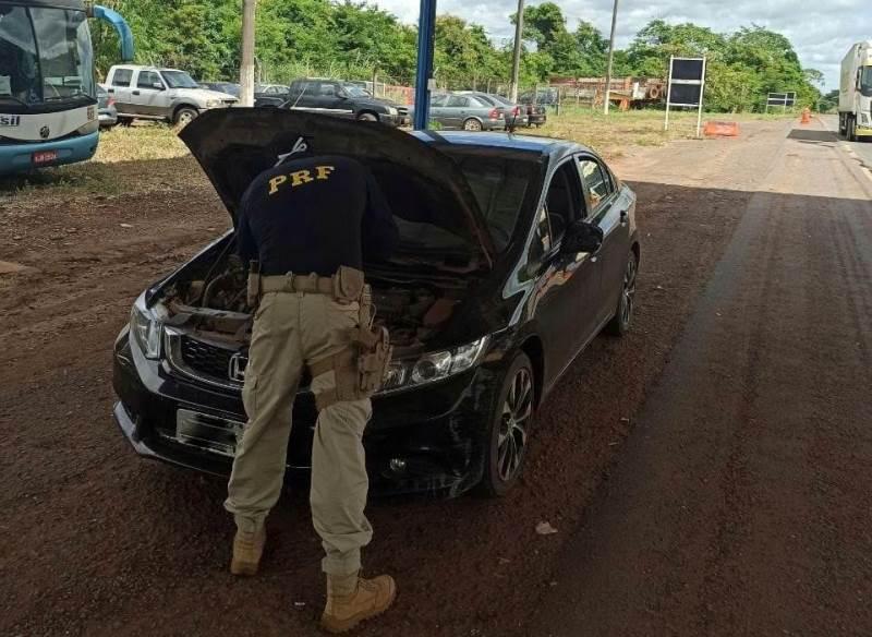 Jovem é preso após apresentar documento falso de veículo em abordagem da PRF