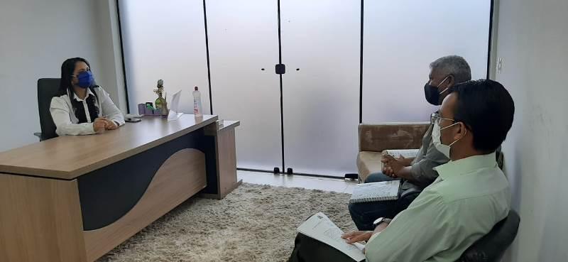 Deputada Vanda Monteiro  (PSL) durante reunião com presidente do SEET - Foto: Divulgação/Assessoria
